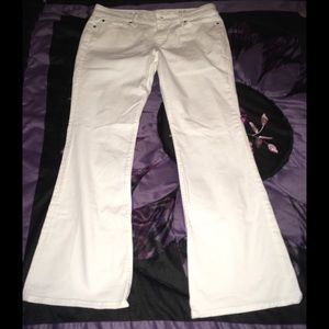 Like new 31/12P Gap white bootcut Jeans!